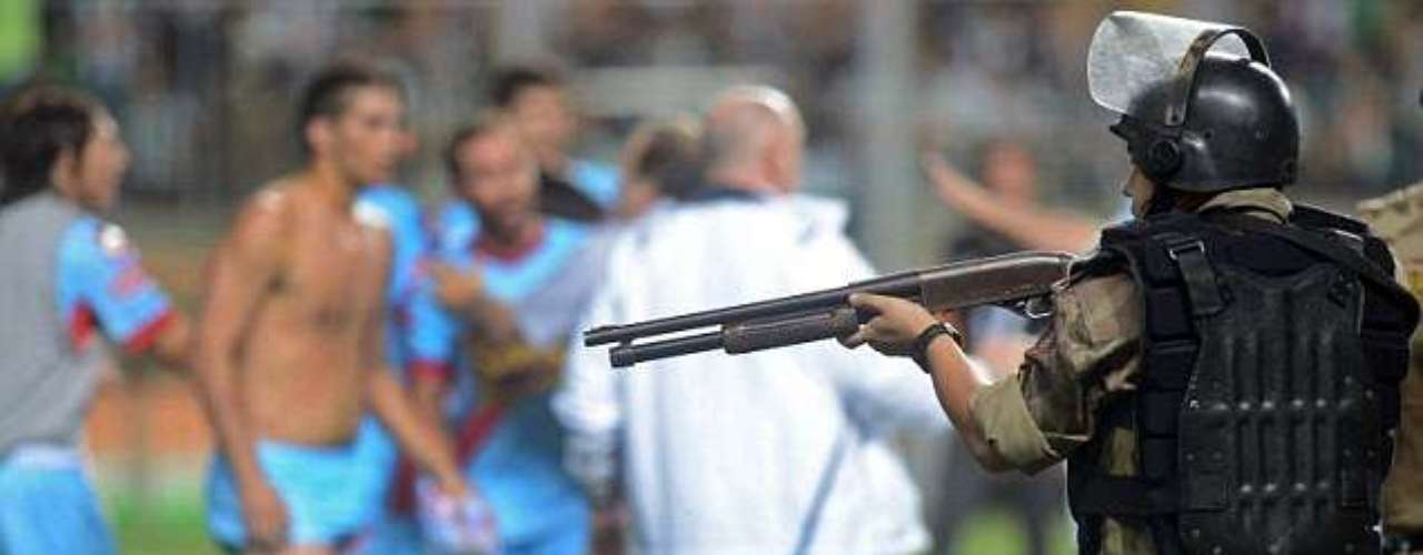 Violence once again erupted in South American soccer when several on and off the field incidents took place as Atletico Mineiro from Brazil played Arsenal of Argentina in the Copa Libertadores on Wednesday. During the melee, Brazilian police drew shotguns.