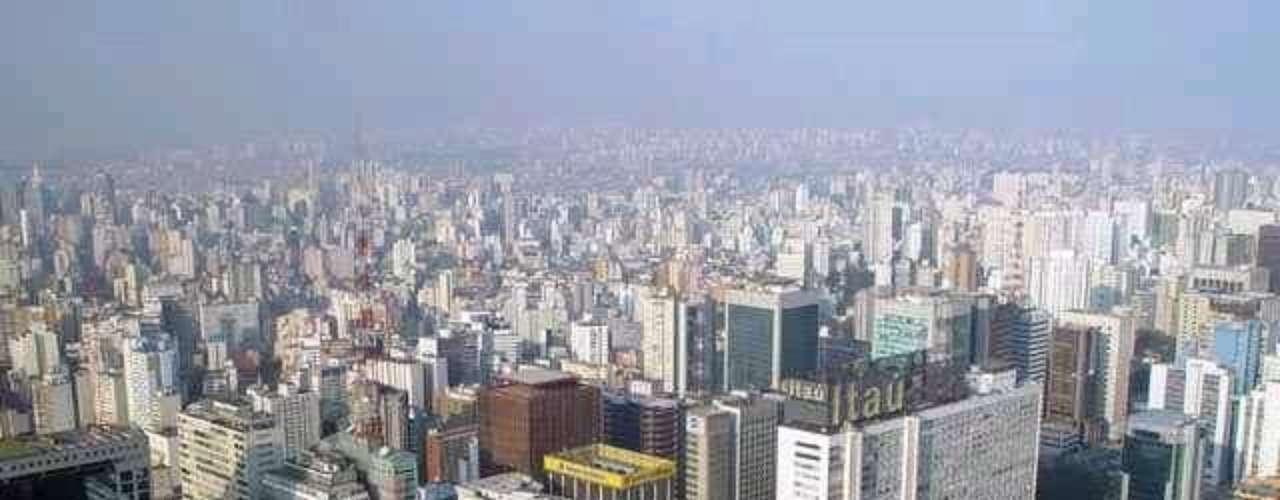Teniendo en cuenta su área metropolitana, bajo el concepto de ciudad propiamente dicha, SAO PAULO, Brasil, cuenta con una población de 20, 874, 115 habitantes, según los datos del censo 2010, siendo la tercera metrópoli de América, y una de las más pobladas del mundo.