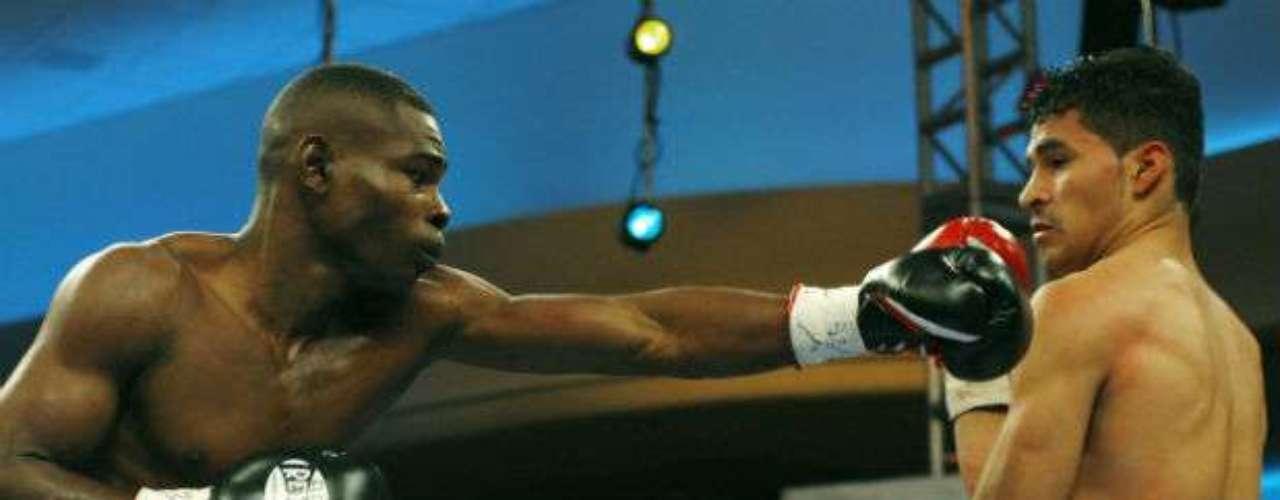 Rigondeaux sostuvo la segunda defensa de su cetro mundial el 15 de septiembre del 2012 ante Robert Marroquín en el Thomas & Mack Center de Las Vegas, evento previo al combate estelar de Julio César Chávez, Jr. y Sergio Martínez.