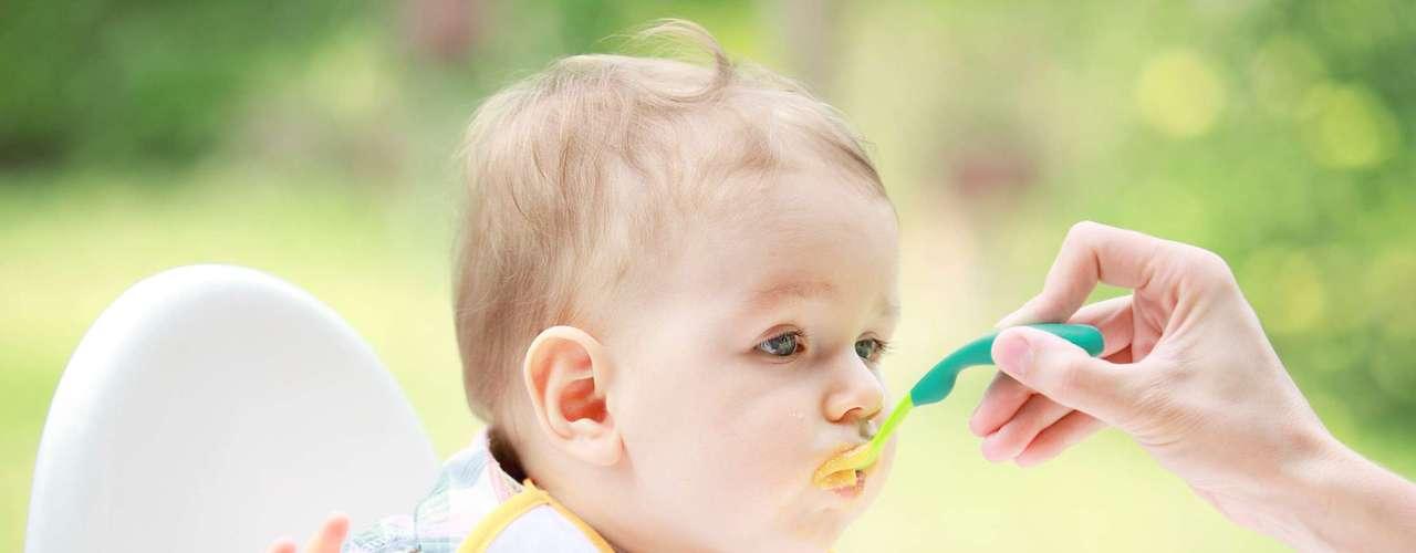 Sin embargo, pese a los beneficios de la lactancia materna, la madre debe quedarse atenta al momento del destete. La lactancia prolongada (después de la erupción del primer diente deciduo) puede afectar negativamente a la salud bucal del bebé, ya que puede promover la aparición de caries precoz de la infancia.