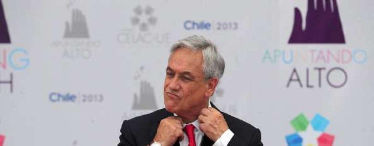 En una visita a Alemania en 2010, el presidente chileno, Sebastián Piñera, cometió un despiste que dejó en entredicho sus habilidades diplomáticas. Después de visitar al entonces mandatario alemán Christian Wullf, Piñera escrbió en el libro de visitas de la presidencia germana: \