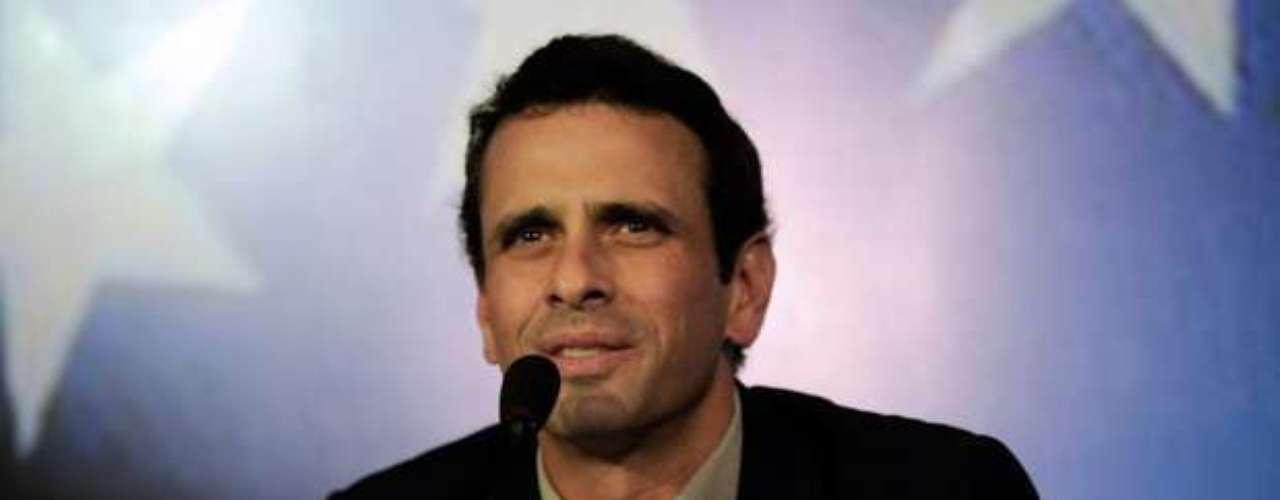 López considera que la logística que manejan los que apoyan a Capriles en su intento por lograr la presidencia en contra de la maquinaria política a favor de Nicolás Maduro es \