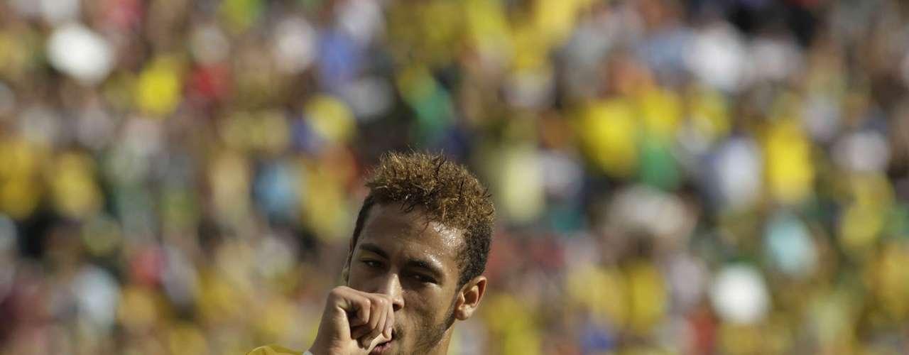 Neymar of Brazil celebrates his goal against Bolivia during a international friendly soccer match at Ramon Tauchi Aguilera Stadium in Santa Cruz, April 6, 2013.
