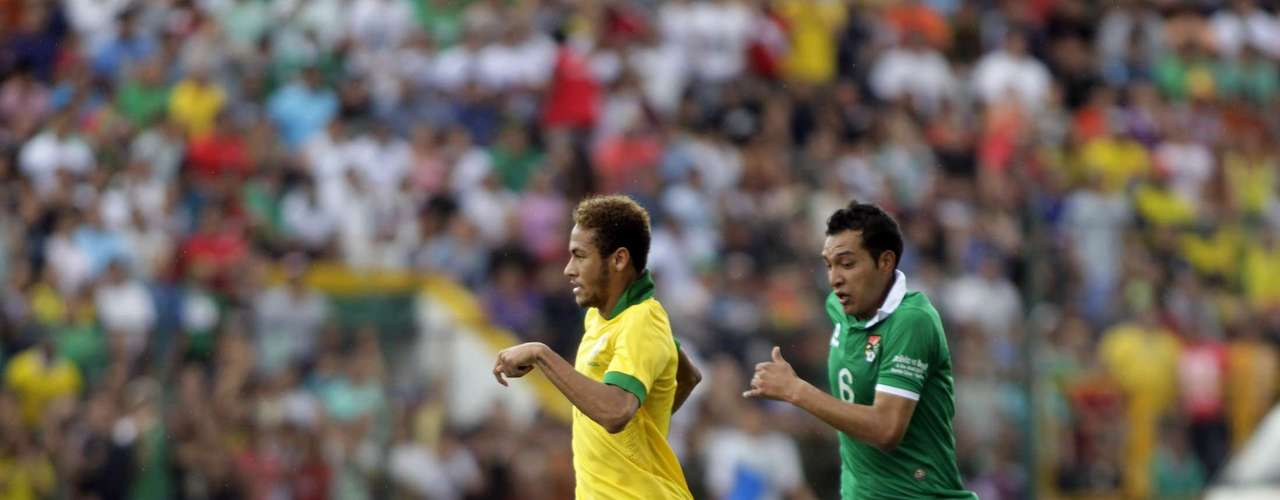 Neymar (L) of Brazil controls the ball against Walter Veizaga of Bolivia during a international friendly soccer match at Ramon Tauchi Aguilera Stadium.