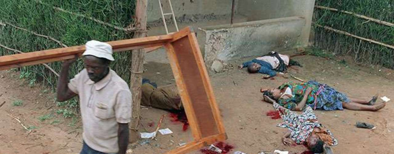 Sin embargo, nada evito que el 7 de abril comenzará el genocidio. En tres meses la brutalidad reinó en Ruanda; muchos hutus moderados opuestos a la barbarie fallecieron bajo los machetes de los radicales.