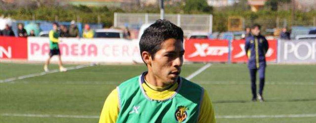 Javier Aquino dio una buena actuación con el Villarreal, que despachó 6-1 al Numancia.