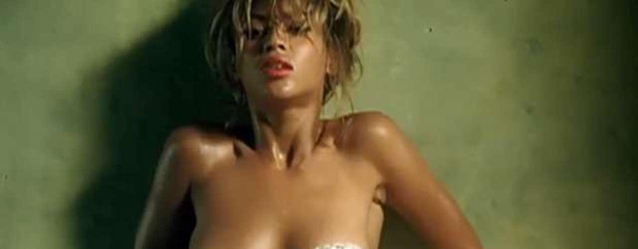 """Las """"bubis"""" de Beyoncé toman protagonismo en algunas tomas."""