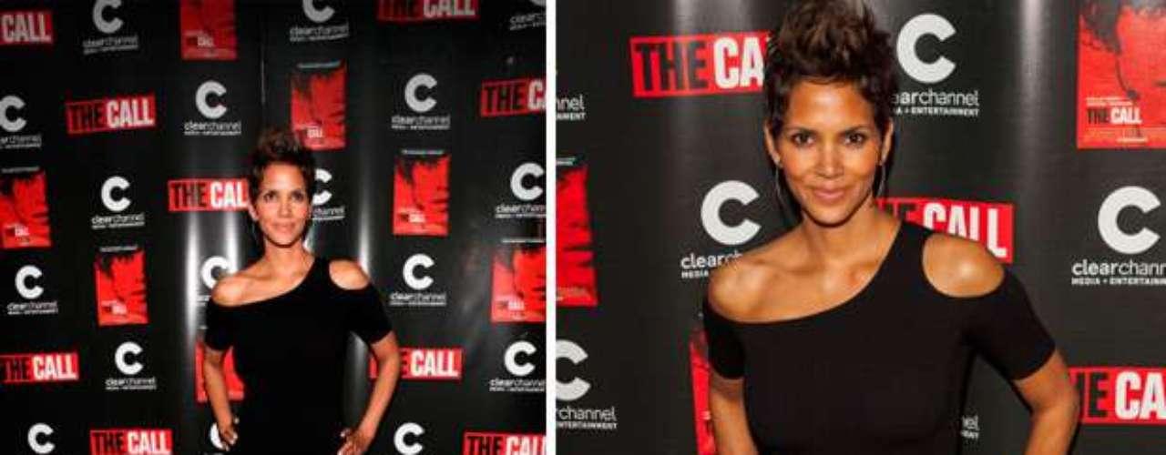 Así fue fotografiada por los periodistas a un mes y medio de embarazo, posando para la premier de su película, 'The Call' en el Teatro ICON Showplace en Chicago, Illinois el 28 de febrero de 2013.