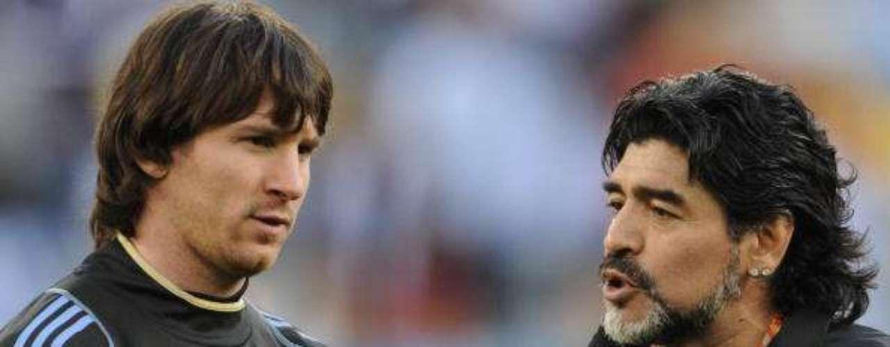 NOCHE DE 10. En el Mundial Sub 20, tras haber eliminado a Brasil, habló por primera vez con Diego Maradona: \