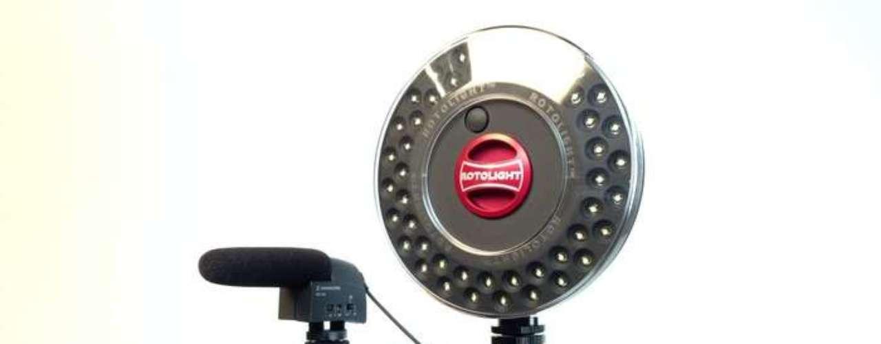 iOgrapher. Un accesorio que estabiliza el iPad Mini y lo convierte en una cámara de vídeo low-cost con la que rodar películas. Precio: 38 euros