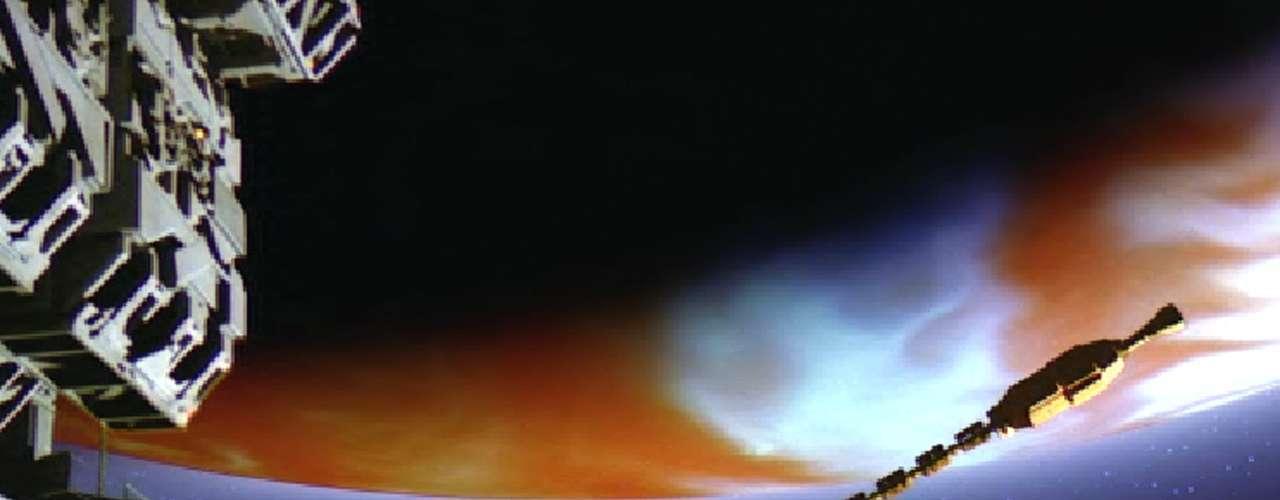 Igual que su predecesora, '2010: El Año en que Hacemos Contacto' (1984) también caducó por su título. No es que sea inferior a '2001', o que su historia no sea tan atrapante, o que no tuviera detrás de la cámara a Kubrick, pero nunca tuvo un verdadero motivo para existir. Aún con todo, '2010' (con sus dos soles sobre la Tierra) resulta entretenida y emocionante.