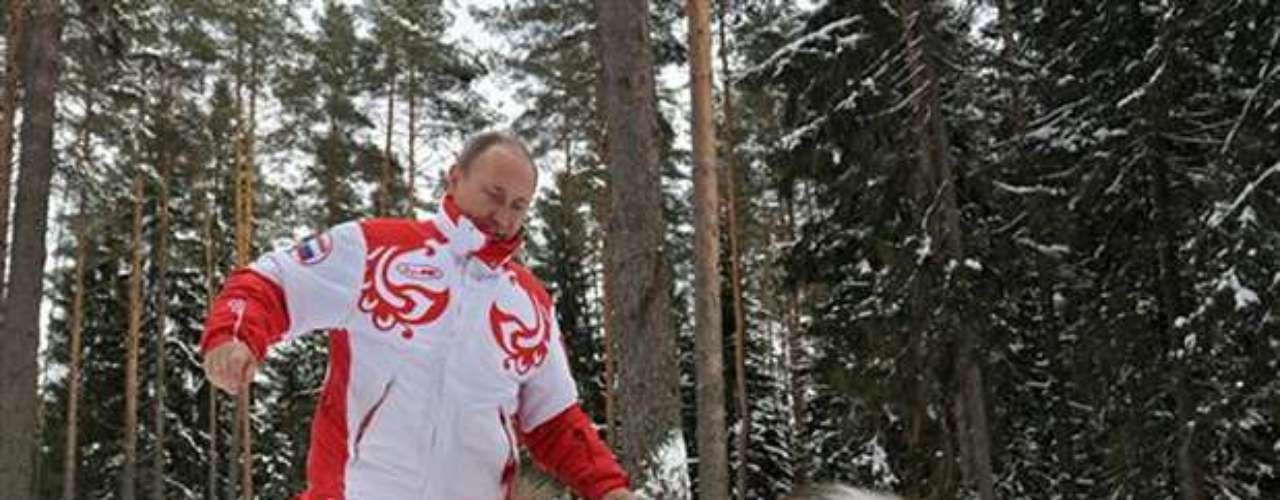Poco después de conocerse la noticia, la Policía finlandesa emitió un breve comunicado en el que admitía la veracidad de esta información, aunque aclaraba que los datos de Putin se incluyeron en la base de datos de forma errónea.