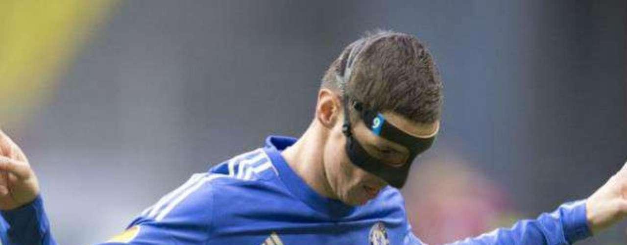 Torres, que volvió a jugar con una llamativa máscara de color negro, para proteger su nariz dañada, ya había tenido un papel protagonista en el primer partido ante el Rubin, con un doblete en el triunfo 3-1 en Stamford Bridge.