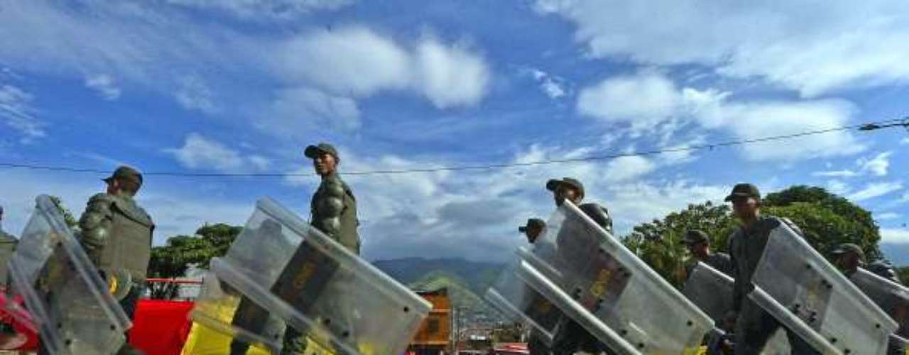 El jefe del Comando Estratégico Operacional de la Fuerza Armada Nacional Bolivariana (CEO-FANB), Wilmer Barrientos, garantizó este miércoles que los cuerpos de seguridad del Estado serán garantes de que las elecciones del 14 de abril sean un proceso pulcro y transparente.