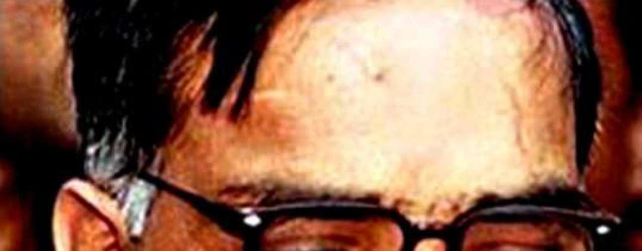 En Pakistán, Javed Iqbal, de 38 años, fue condenado a muerte en marzo de 2000 por el asesinato de cien niños. Había confesado a la policía que había disuelto sus cuerpos en ácido.