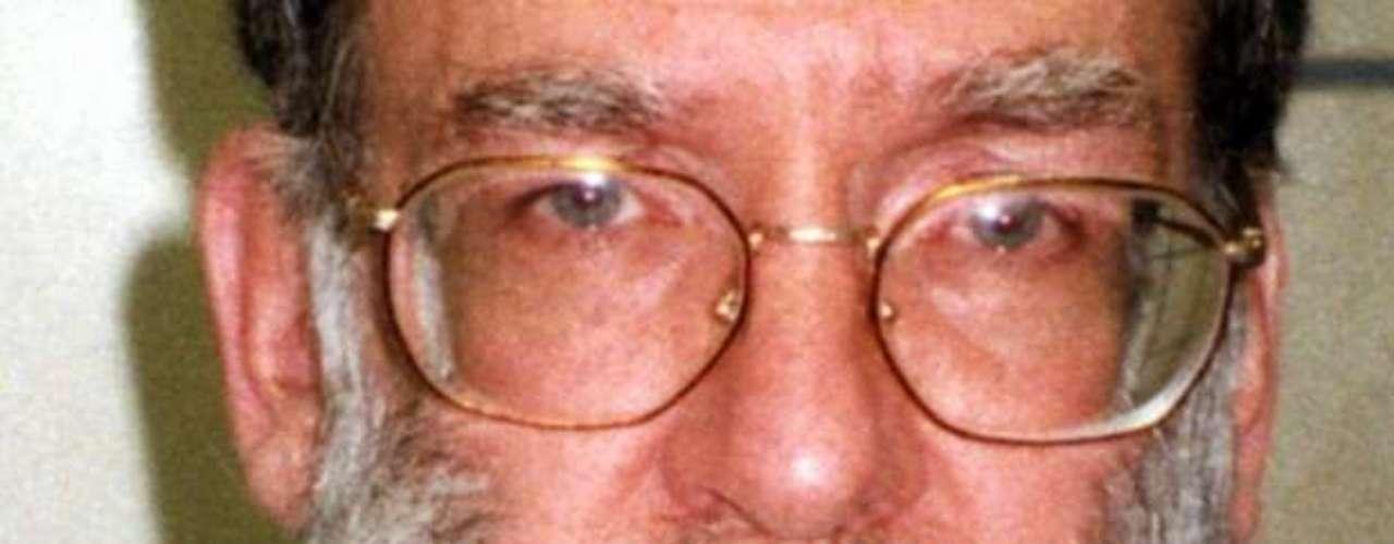 Harold Shipman, conocido como el Doctor Muerte, fue el asesino serial más prolífico en la historia del Reino Unido, creyéndose que sus víctimas, asesinadas todas con inyecciones de morfina, podrían ascender a unas 270 o incluso más.