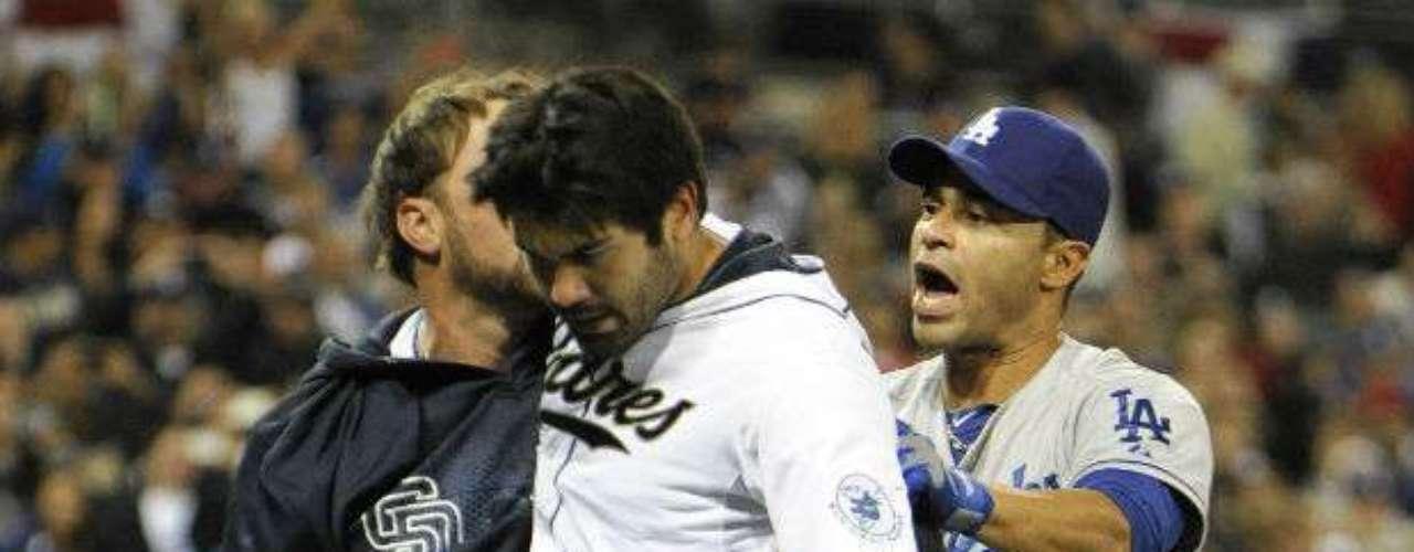 Al reanudarse el juego, el venezolano Alexi Amarista corrió como emergente por Quentin (foto), avanzó en un wild pitch y anotó con sencillo del cubano Yonder Alonso para empatar la pizarra a 2-2.