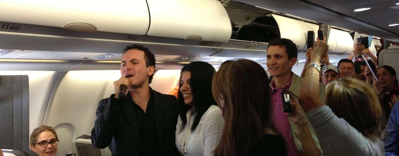 Fonseca sorprendió a 252 pasajeros a bordo de un avión de la línea aérea Avianca, con un concierto \