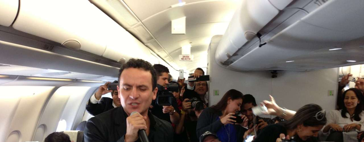 Fonseca surprised 252 passengers on an Avianca plane for a unplugged set and Music City was there to capture all the action on  before he was set to start the US leg of the Colombian musician's Ilusión World Tour in Dallas, TX.
