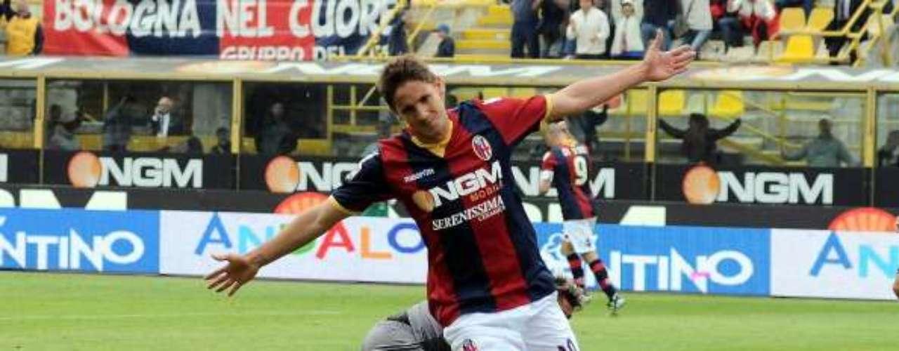 Marcó 22 goles con la camiseta 'rossoblú'.