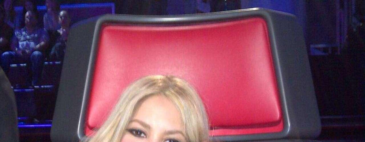 Shakira, quien recientemente causó un revuelo con la publicación en Twitter de una foto de su hijo Milan con ella en el set de \
