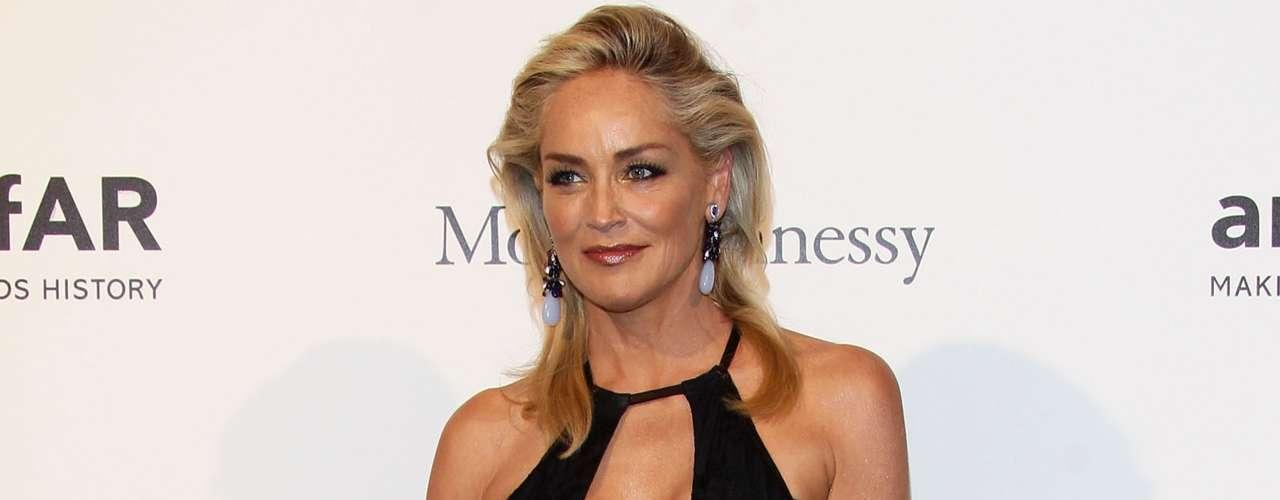 Sharon Stone comenzó su faceta como madre a los 41 años con la adopción de Roan Joseph en el año 2000. Luego adoptó al segundo, Laird Vonne, en 2005, y al tercero, Quinn Kelly, en 2006.