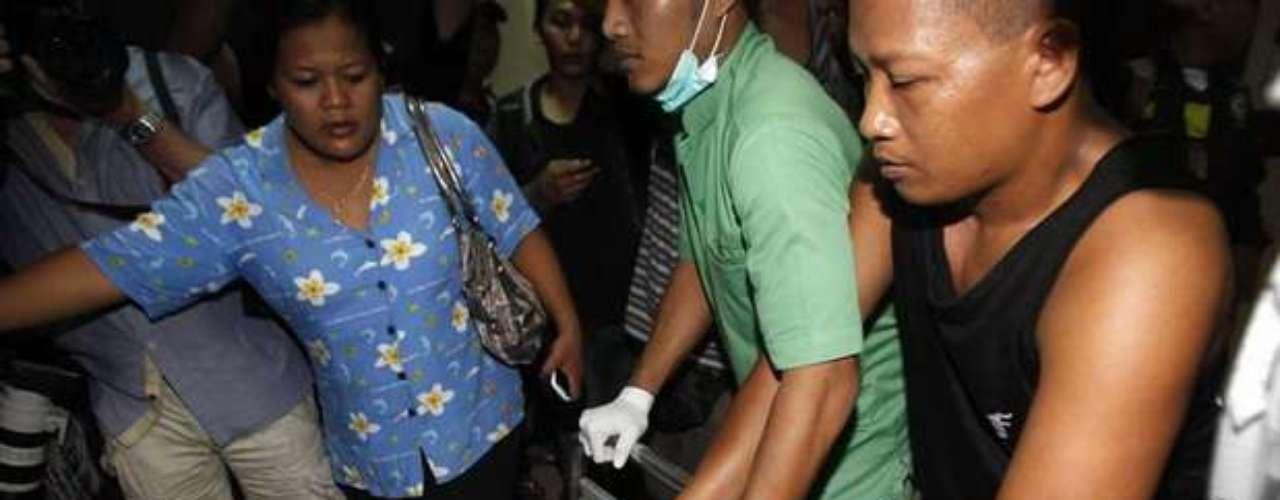 Funcionarios de hospitales y paramédicos dijeron que por lo menos siete pasajeros fueron trasladados al hospital de Sanglah con heridas en la cabeza y fracturas óseas. Muchos llegaron con las ropas empapadas y moretones.