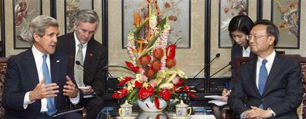 Kerry reconoció la importancia de Pekín, principal aliado de Pyongyang, en el conflicto actual en la península coreana, aunque eludió incidir en qué términos los países vecinos se comunican, arguyendo que \