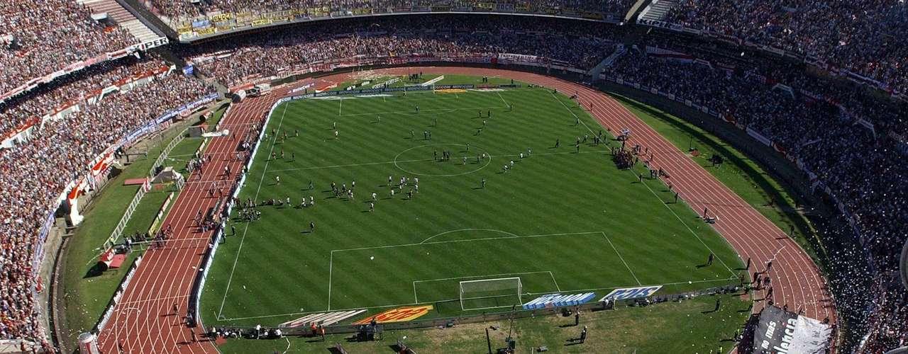 El Monumental de River o su nombre oficial que es Antonio Vespucio Liberi, ocupa la quinta posición en la lista de Estadios más destacados.