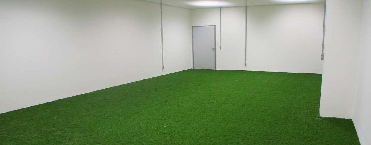 14 de abril de 2013: El área de calentamiento dentro de los vestidores ya está lista para recibir a los equipos que jugarán en el estadio.