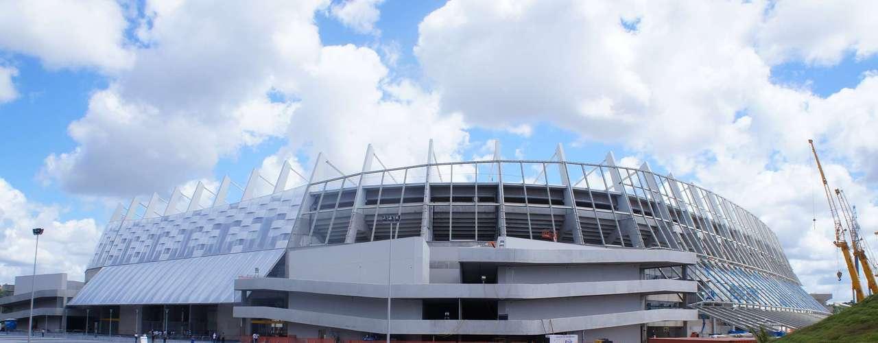 14 de abril de 2013: La Arena Pernambuco todavía tiene algunas reformas afuera del estadio.