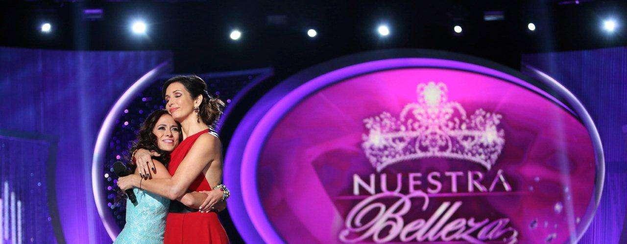 Por su parte, la conductora del evento, Giselle Blondet, tuvo la oportunidad de desdpedir y consolar a Fernanda Loconsolo, la chica que debió decir adiós a la competencia.