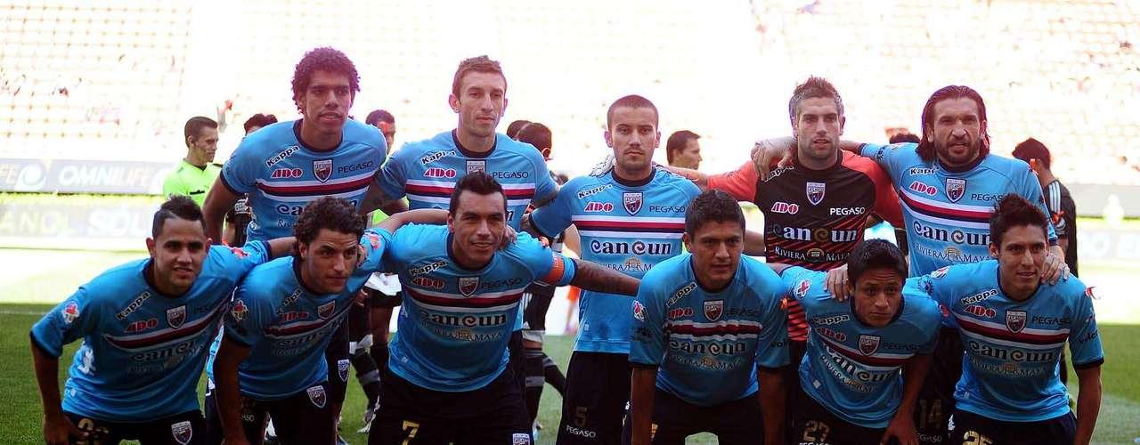 Atlante salió con una playera azul clara para no confundirse con sus tradicionales colores con Chivas.