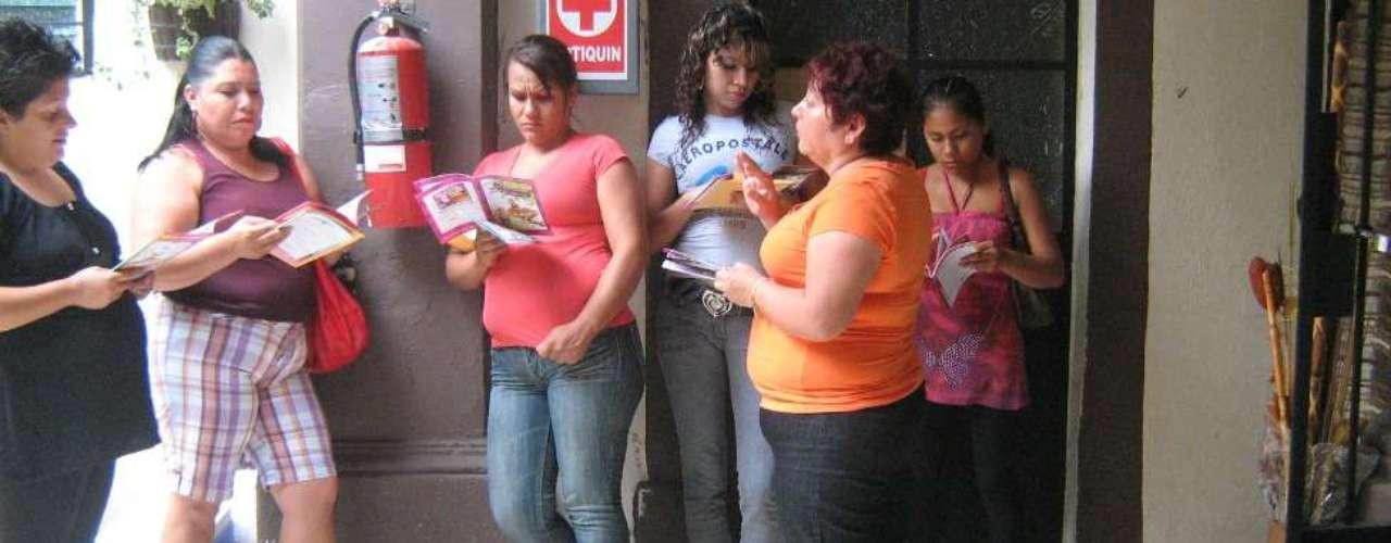 Organizaciones como el Centro de Derechos Humanos de la Montaña Tlachinollan y la Brigada Callejera han documentado que las víctimas son esclavizadas en las principales ciudades de México y en algunas de Estados Unidos. Los miembros de la Brigada difunden el problema por medio de charlas con mujeres y adolescentes de varias partes del país.