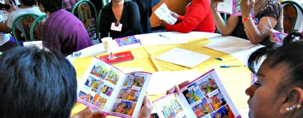 El cómic Flores de la Montaña y otros que ha publicado la Brigada Callejera forman parte de los talleres y charlas que ofrecen en el país, no sólo con trabajadoras sexuales sino también en escuelas y organizaciones comunitarias.