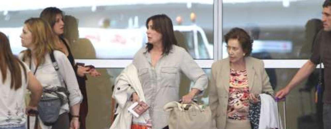 Carmen Franco eligió un conjunto de falda y chaqueta color beige. Por su parte 'la Bordiú' optó por un look más moderno y juvenil.