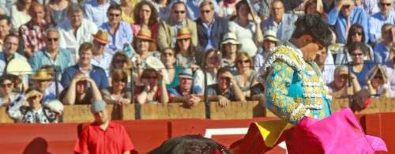 José María Manzanares es el torero de moda. El pasado sábado, el diestro se encerró en la plaza de la Maestranza (Sevilla) para enfrentarse a los seis toros de la tarde. Una proeza de la que muchos de los rostros más conocidos quisieron ser testigos.