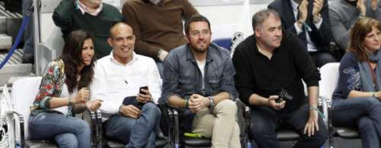 Ana Pastor, Maxim Huerta y Antonio García Ferreras estuvoern en primera fila viendo las jugadas del equipo blanco.