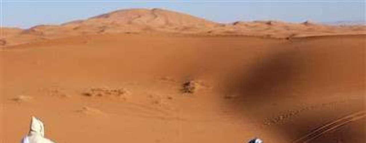 Rally Paris-Dakar. El Rally Paris-Dakar ha sido constantemente afectado por ataques terroristas sobre todo en los tramos que comprende el continente africana, destacando la parte de Argelia en donde el Grupo Islámico Armado (GIA) asalta a los corredores y desvalija sus vehículos