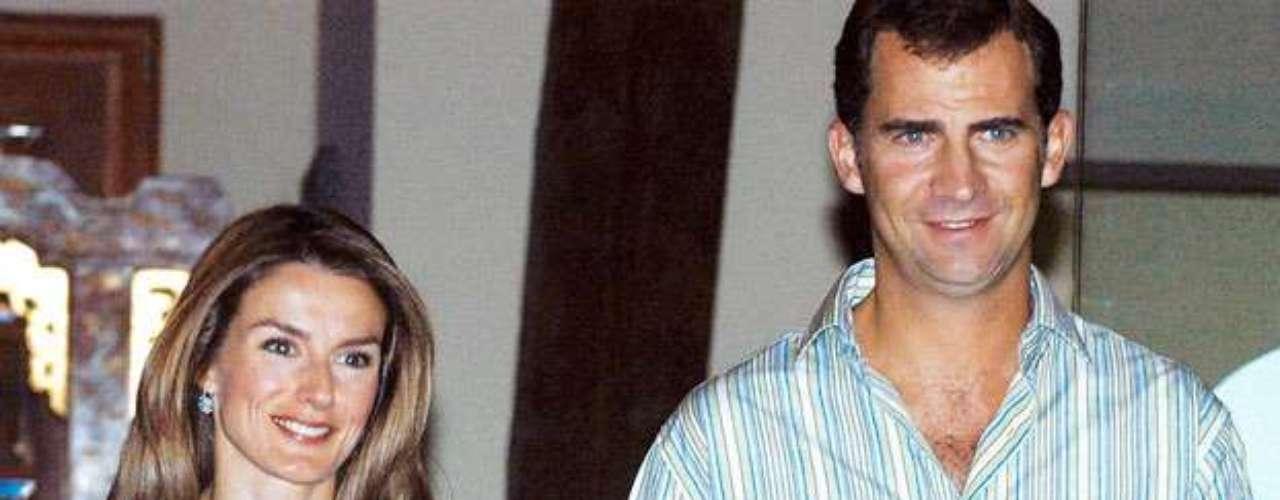 ALTEZA. Los Príncipes de Asturias acudieron en febrero de 2012 a un restaurante llamado Central Mexicana ubicado en Madrid, lo hicieron acompañados de cuatro amigos y en un lugar visible, parece que a Doña Letizia se le antojó la comida debido a que estudió en su juventud en México. Todo se prolongó hasta la 1:30 de la madrugada y lo curioso es que mesas adelante se encontraba Hugo Sánchez, a quien reconocieron de inmediato y lo invitaron a pasar a su mesa en la que charlaron durante un largo rato de forma amena. Si 'Hugol' ya se sentía de la realeza, ese detalle no hizo más que confirmárselo.