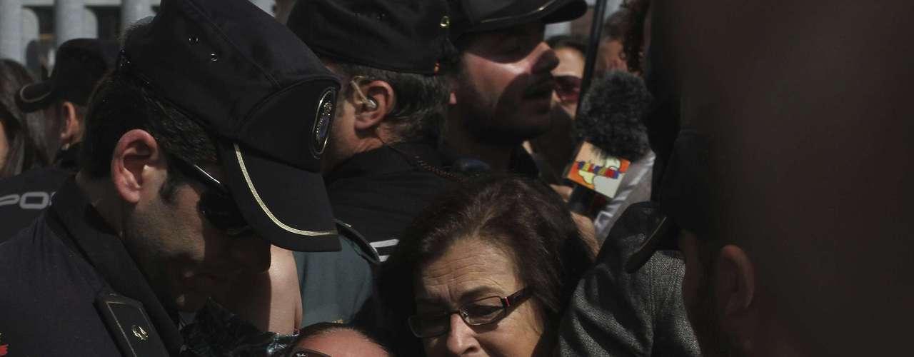 Isabel Pantoja fue condenada el martes en España a dos años de prisión por un delito de lavado de dinero, cometido durante los años en los que mantuvo una relación sentimental con el exalcalde de Marbella, Julián Muñoz.