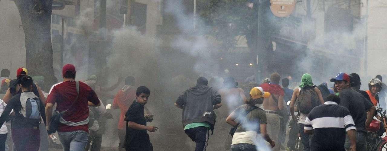 A lo largo de la céntrica avenida Urdaneta de la capital y zona adyacentes, donde habitan personas de clase media y baja, también se escuchaba la protesta proveniente de los edificios.