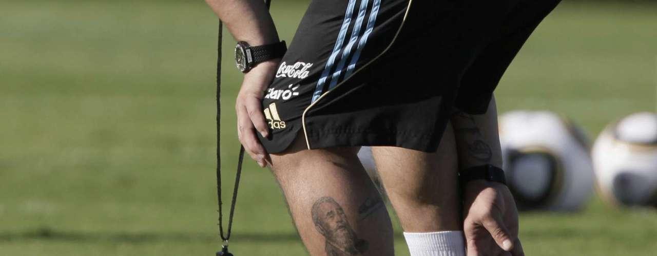 El ex campeón mundial ha dicho que ama a Castro en varias ocasiones. Además, expresa su admiración por él teniendo un tatuaje del líder en la pierna izquierda.