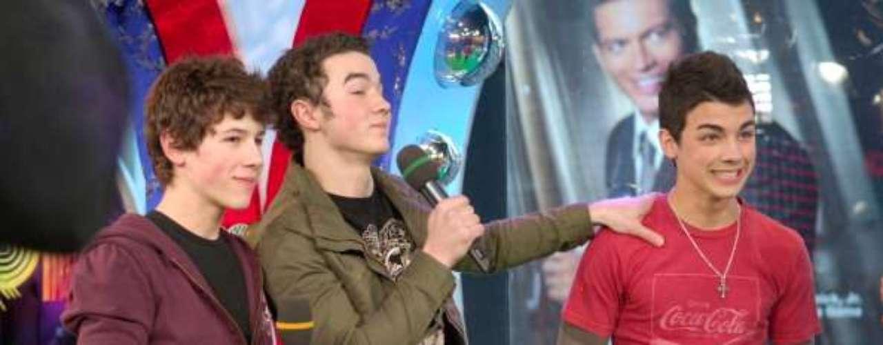 Los hermanos Kevin, Joe y Nick forman los 'Jonas Brothers', una 'boy band' que desde 2005 comenzaron a saborear el éxito.