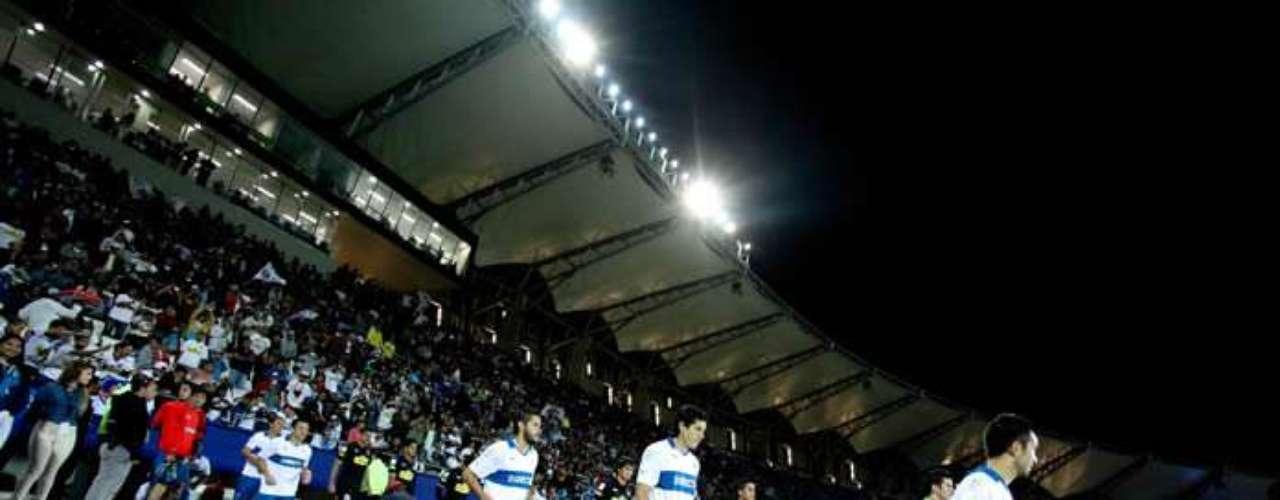 Los albos, jugando por torneos nacionales de Primera División, ganaron 73 partidoS, la UC 46 y se registran 44 empates entre ambos.