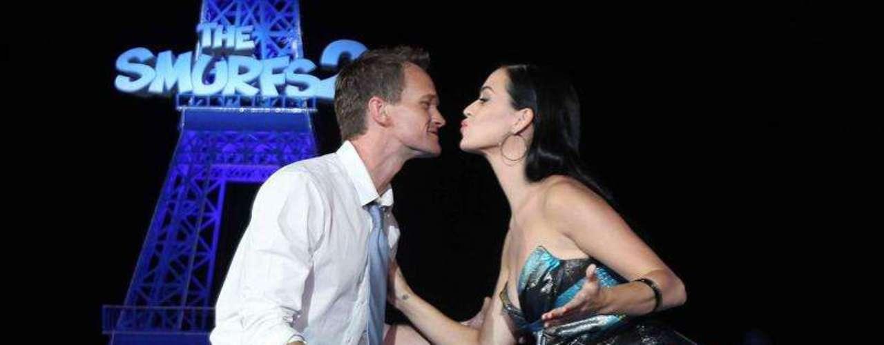 Katy Perry casi rosa los labios del actor Neil Patrick en la promoción de la película \