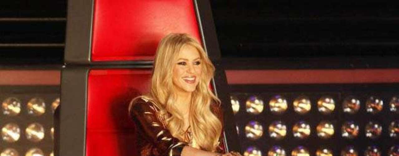 Shakira se llevó tres galardones en la gala de entrega de los Premios Billboard a la Música Latina 2013, por ser la Artista del Año con mayor protagonismo en las Redes Sociales y la Artista Femenina y la Solista \