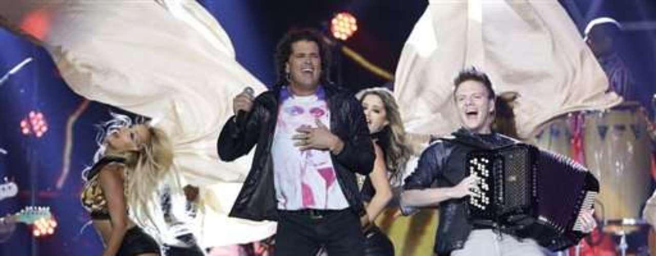 Con acordeón en mano,Michel Teló subió al escenario para entonar al lado deCarlos Vives el tema \