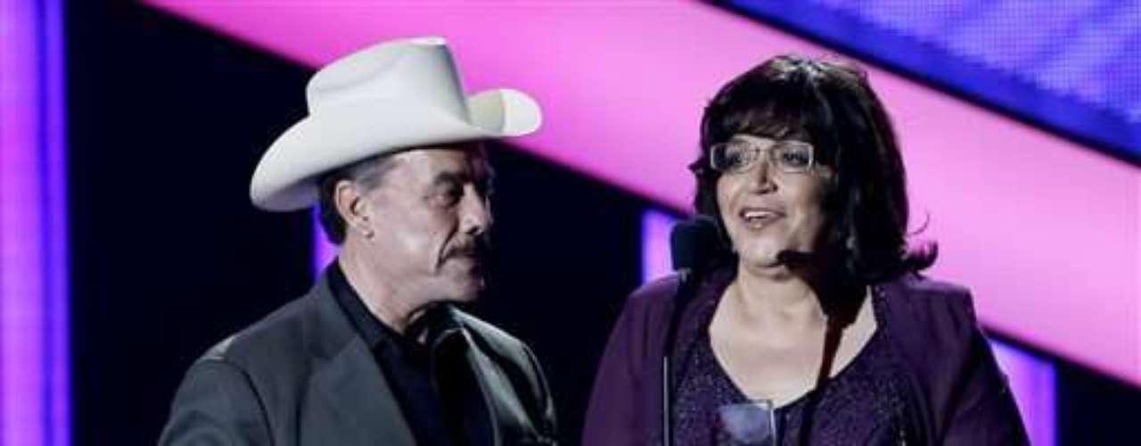Jenni Rivera recibió un tributo póstumo y logró premios como la Artista del Año y por el Álbum Regional Mexicano del Año con \