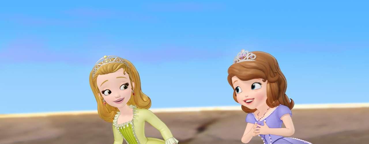 'Princesita Sofía' está ambientada en el mundo de cuento de hadas de una pequeña que comienza su vida como una niña común, pero cuando su mamá, 'Miranda', se casa con el 'Rey Roland II' se convierte en princesa.